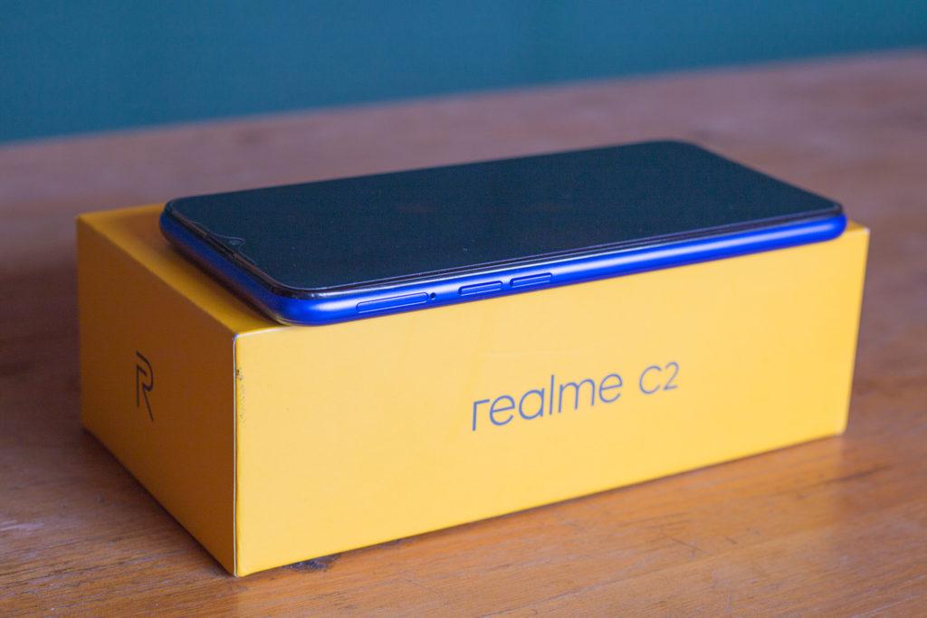 Управление громкостью и слот для сим-карты Realme C2