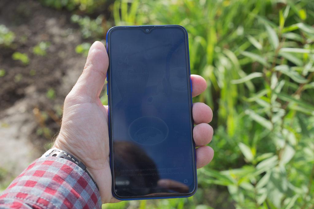Экран Realme C2 блекнет на ярком солнце