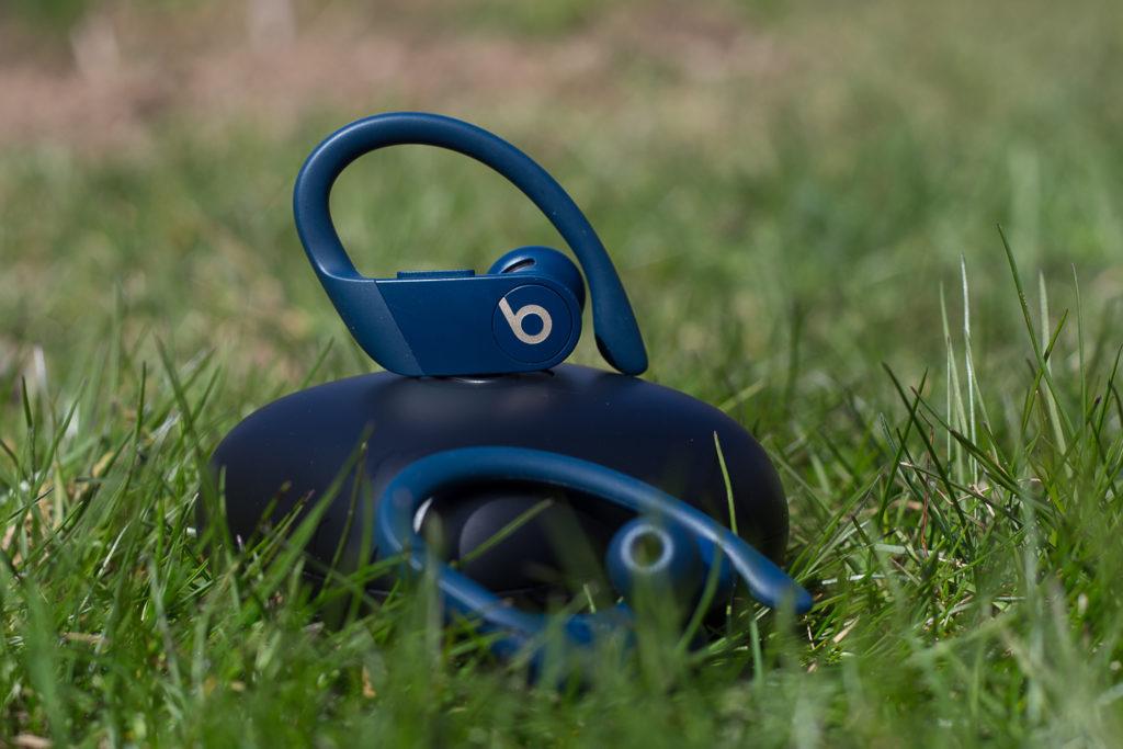 Beats Powerbeats Pro - отличные беспроводные наушники для тренировок