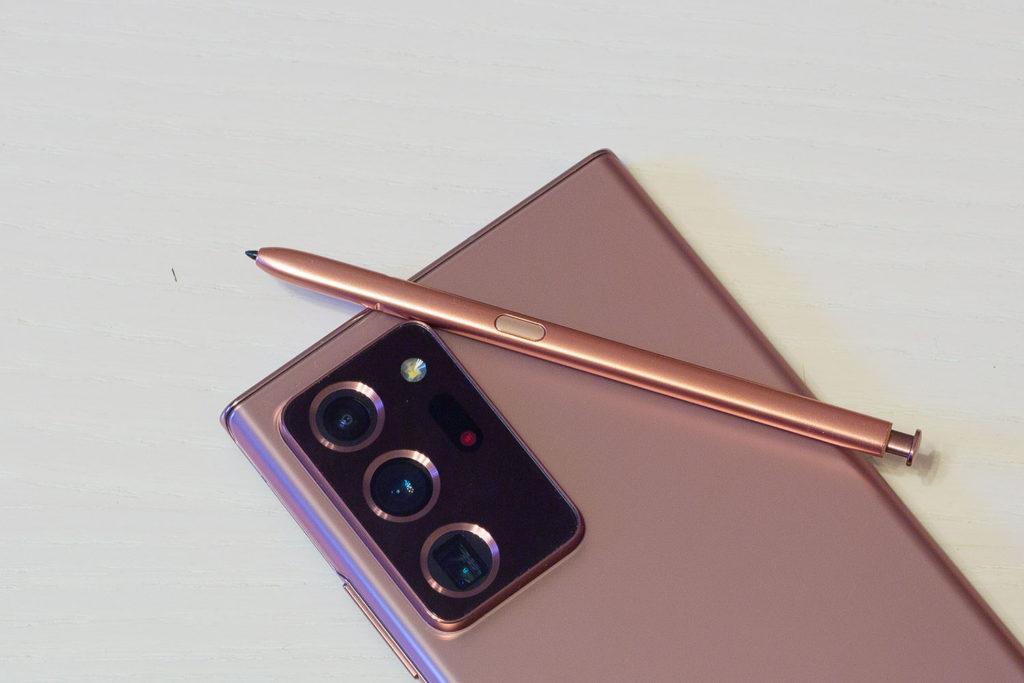 Кнопка на стилусе Samsung Galaxy Note 20 Ultra в частности работает как дистанционный спуск затвора камеры